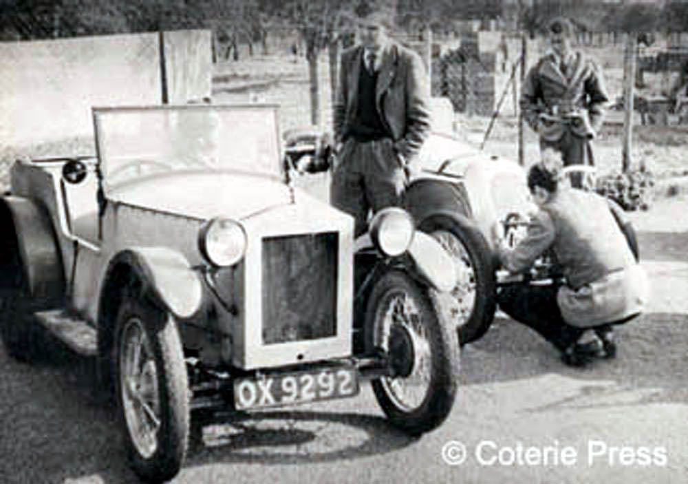 Un Austin Seven en una competición de trial, que siguen siendo populares hoy día en Inglaterra para coches clásicos