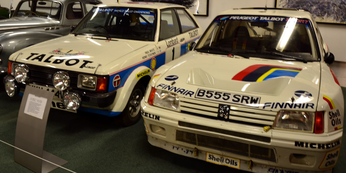 The Talbot Sunbeam Lotus, 1981 World Champion for manufactures, in exposition besides its successor in the rally program of the French brand, the Peugeot 205 T16